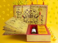 Tặng sách, tặng chữ – Nét đẹp truyền thống ngày Xuân